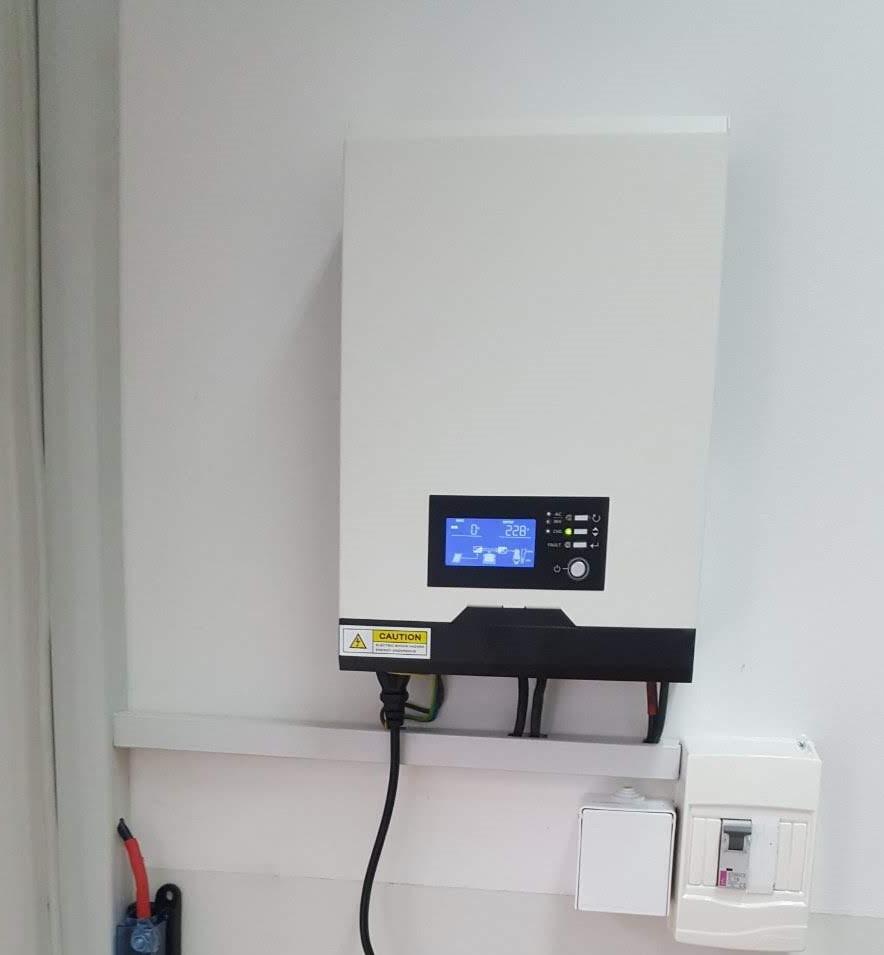 Solarni baterijski sistem-560W- Elektrotehnički Fakultet