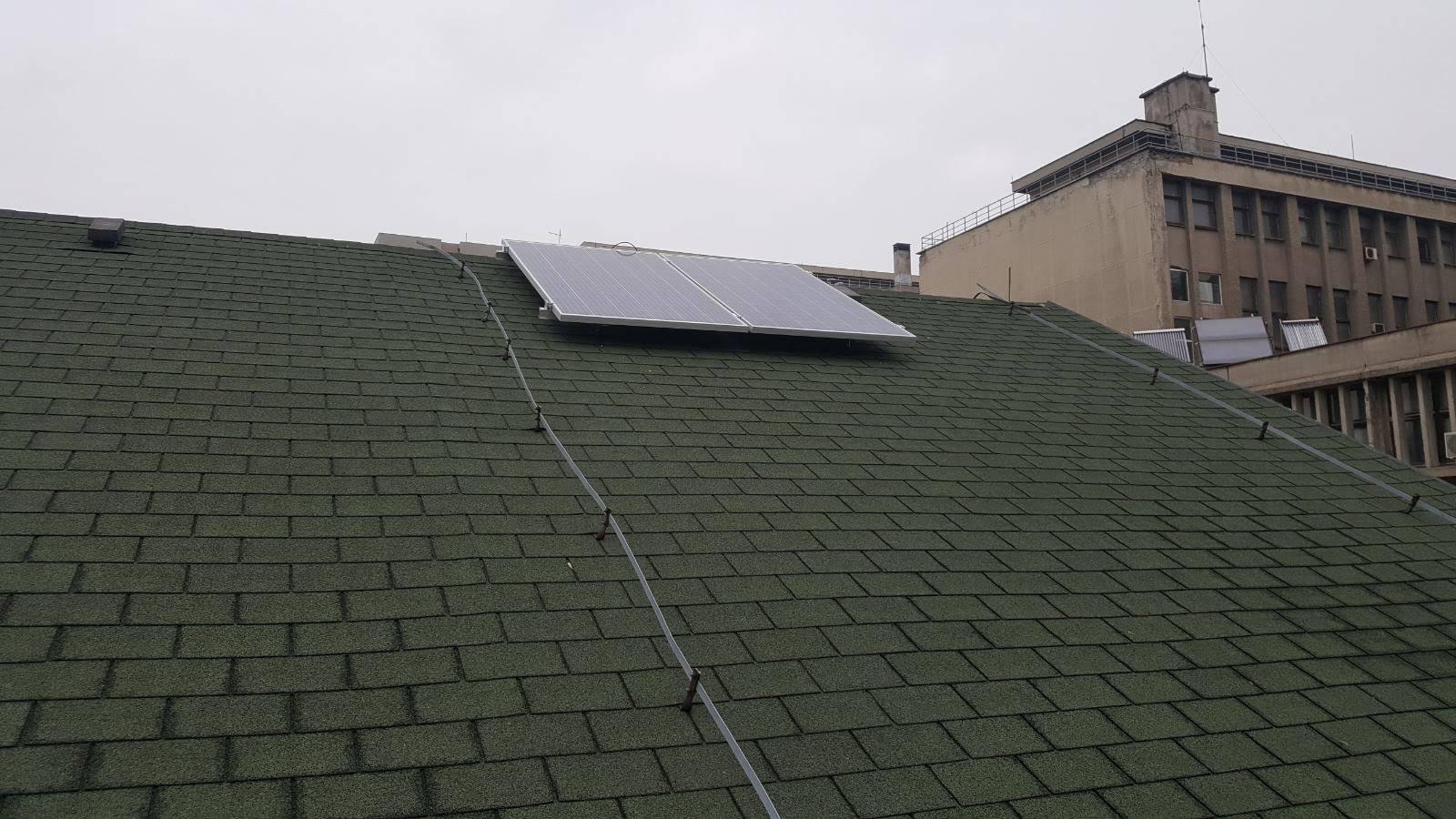 dva solarna panela 280W