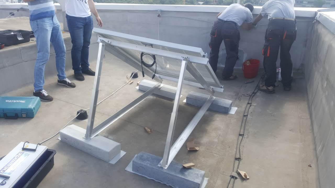 Solarni sistem za napajanje kamere i rutera