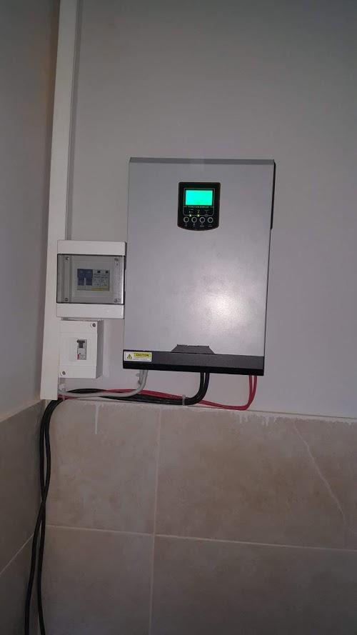 solarni hibridni invertor 3000W